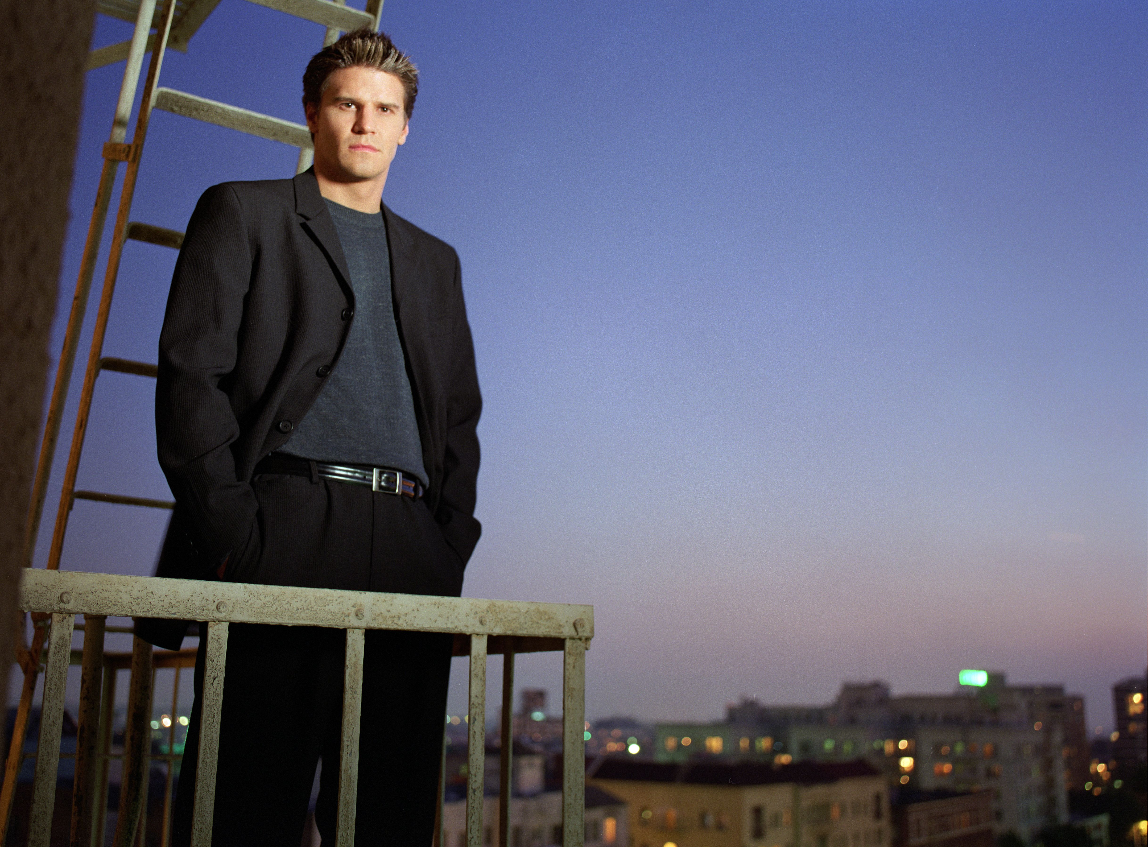 File:Angel season one promo 3.jpg