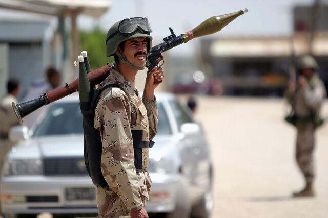 File:ISF member armed with RPG-7.jpg