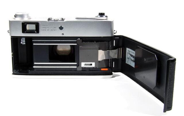 File:Canon Canonet QL19E 08.JPG