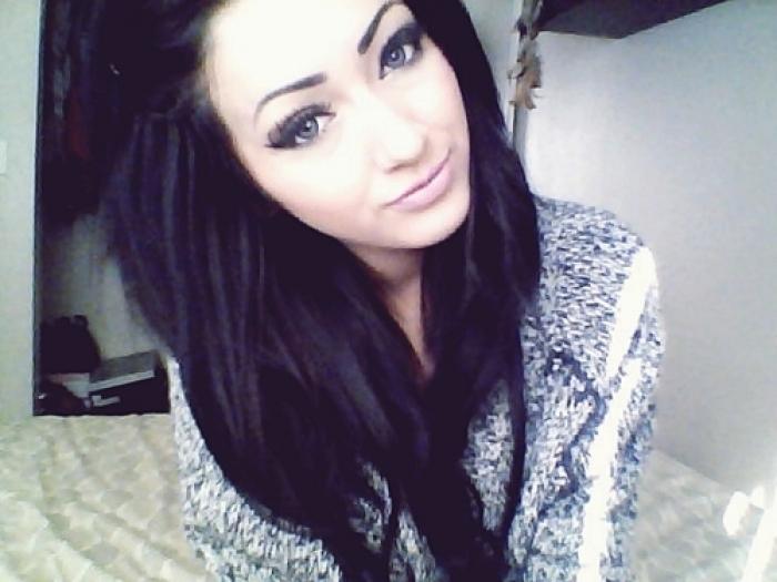 Фото девушка на аву с черными волосами