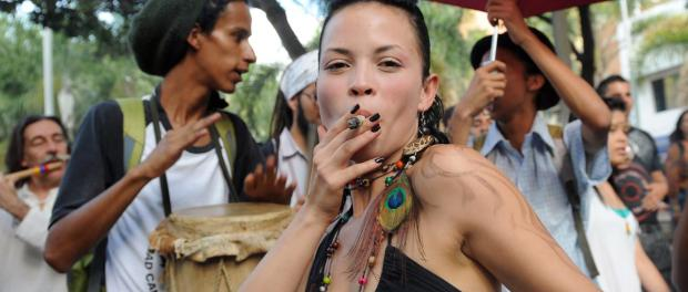 File:Women who smoke weed.jpg