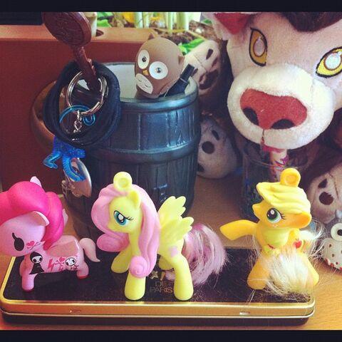 File:Desk ponies.jpg