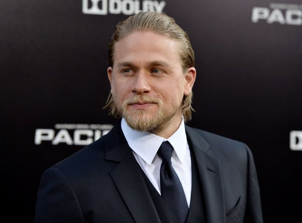 File:La-charlie-hunnam-50-shades-of-grey-001.jpg