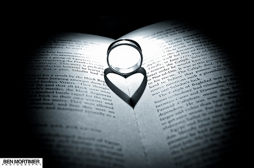 File:Love through a ring.jpg
