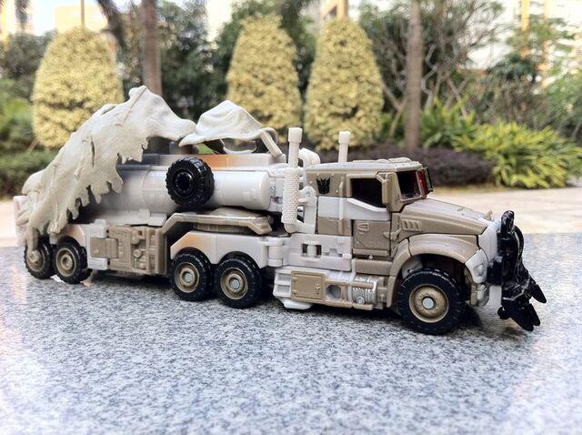 File:Megatron Toy Vehicle.jpg