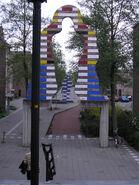 Ede - Kunstwerk van Snoeck en Trapman bij entree Stadspoort (oost)