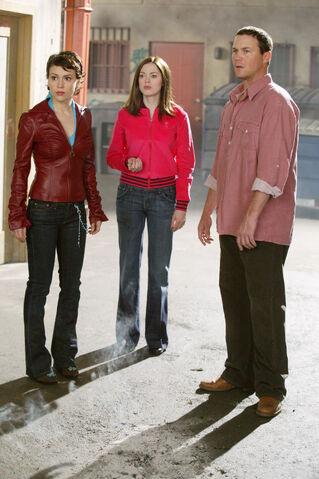 File:Charmed 428 122 372lo.jpg