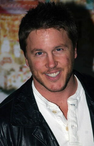 File:Lochlyn Munro.jpg