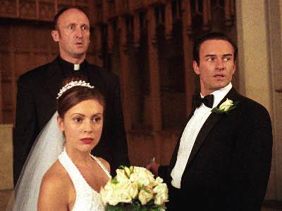 File:Phoebe & Cole as Frankie & Lulu.jpg