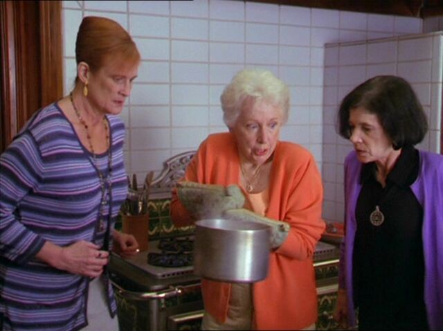 File:Helen Brewing Potion.jpg