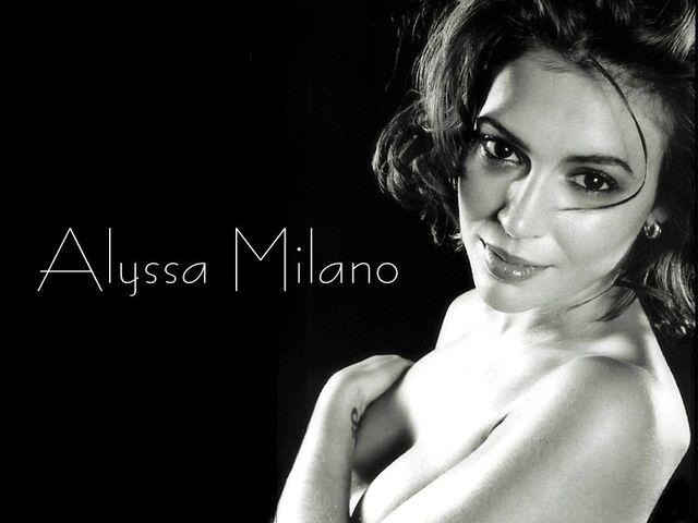 File:Alyssa Milano-Phoebe 119.jpg