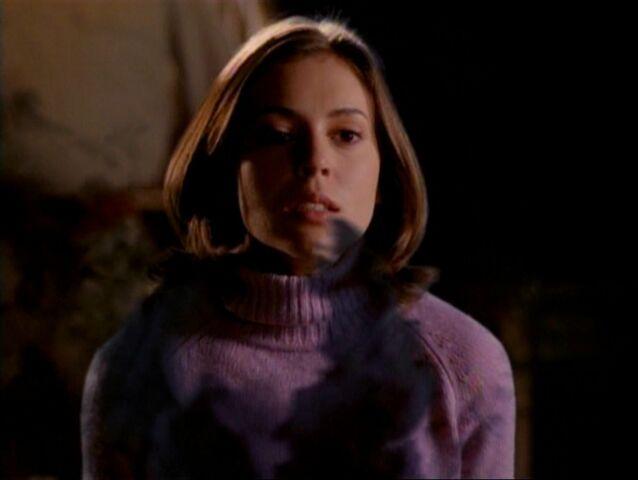 File:1x15-PhoebeWoogy1.jpg