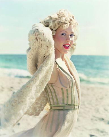 File:Christina aguilera seaside photoshoot 1.jpg