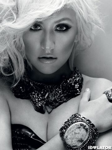 File:Christina-Aguilera-Posing-for-In-Style-Magazine-435x580.jpg