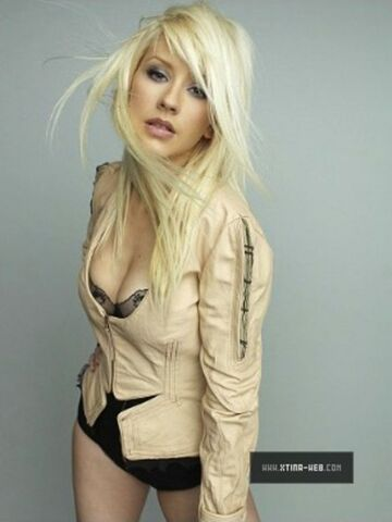 File:Christina-aguilera-marie-claire-photoshoot-outtakes-2010-mq-07-530x706.jpg