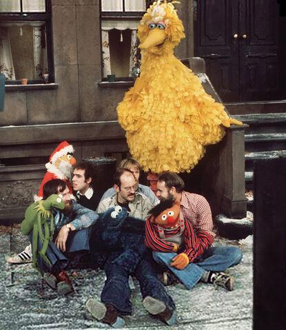 File:Sesamechristmasbehindthescenes.jpg