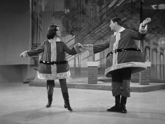 File:Rob and Laura dancing.jpg