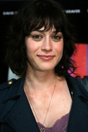 Lizzy Caplan Cloverpedia Fandom Powered By Wikia
