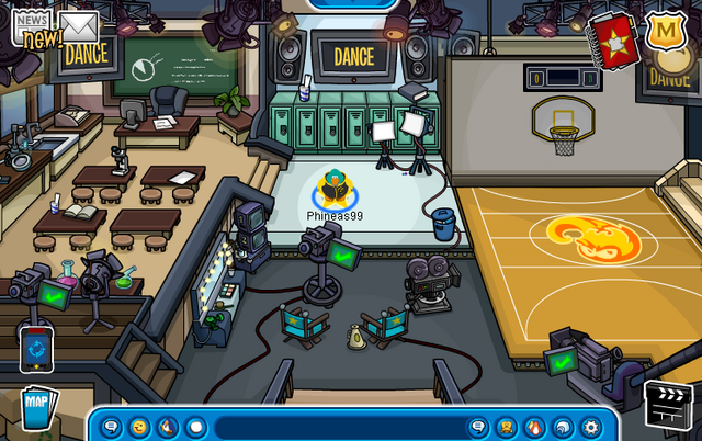 File:Penguin High 3 Set (Hollywood Party 2013).png