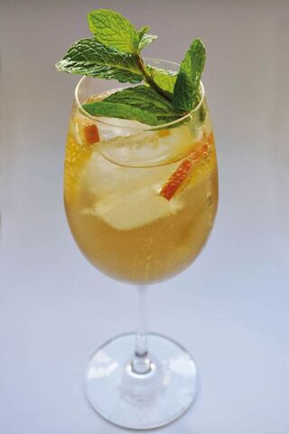 File:Champagne-julep-cocktail@feature.jpg