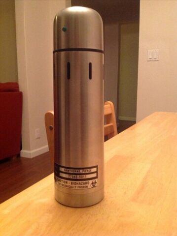 File:Liquid nitrogen cylinder close up.jpg