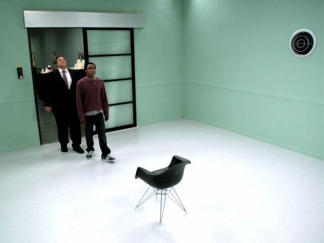 File:3x06-Laybourne Troy the room.jpg