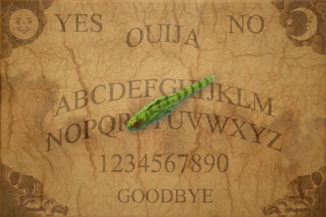 File:Ouija Board With Lizard Pen Pointer by mmpratt99.jpg