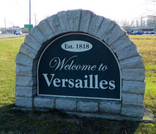 File:Welcometoversailles.jpg