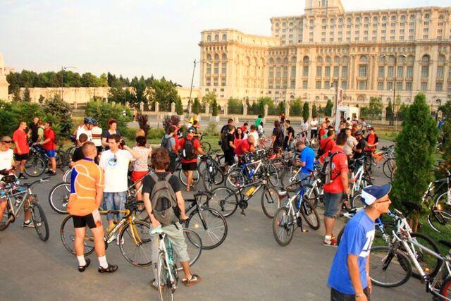File:Masa Critică Bucureşti - Iulie 2011a.jpg