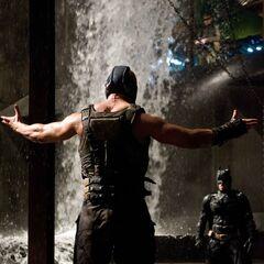 Bane confronts Batman.