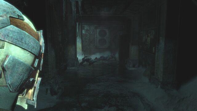 File:Overpass interior compound.jpg