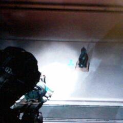 Миниатюрная модель Чёрного Обелиска в сувенирном магазине церкви на станции Титан.