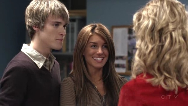 File:Shenae-on-Degrassi-7x01-shenae-grimes-8631066-624-352.jpg