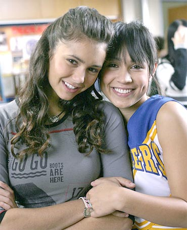 File:Nina dobrev and cassie steele.jpg