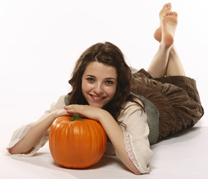 File:Paula and the pumpkin.png