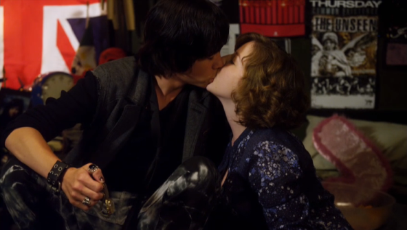 File:Umbrella Kiss.png