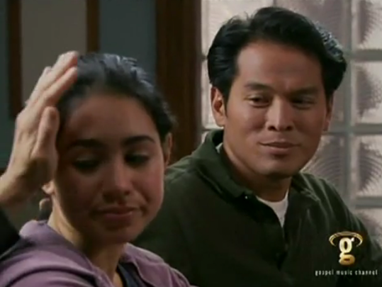 File:Cassie steele and her degrassi father on 'doc' no pain, no gain.PNG