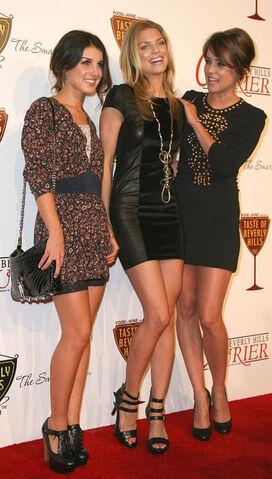 File:Jessica+Stroup+Shenae+Grimes+Taste+Beverly+fmeSsG3CL0Fl.jpg