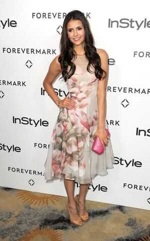 File:Nina-dobrev-Monique-Lhuillier-2.jpg