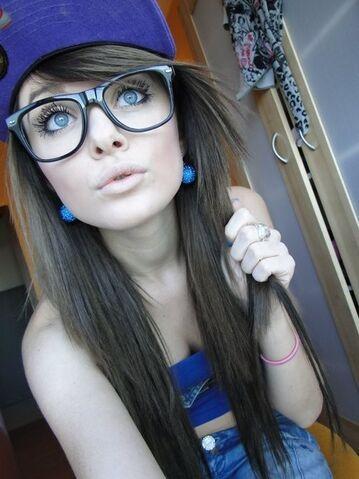 File:Pretty-girl-sexy-jeans-glasses-hat-earrings-blue-eyes-colorful-lips-beautiful-cute-Favim com-445186 large.jpg