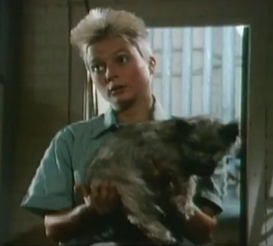 File:Louella finds the doggy.png