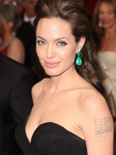 File:86826 angelina-jolie-really-proves-less-is-more-on-the-2009-oscars-red-carpet.jpg