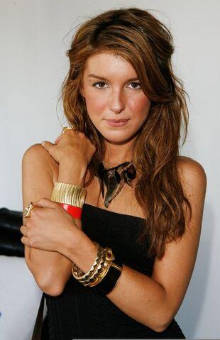 File:Lia-sophia-jewelry-suite1.jpg