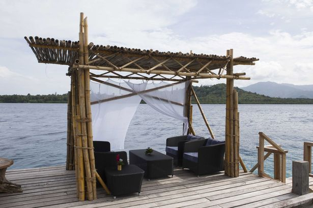 File:The deck at the villa where Prince William and Kate Middleton will stay at Tavanipupu Island Resort.jpg