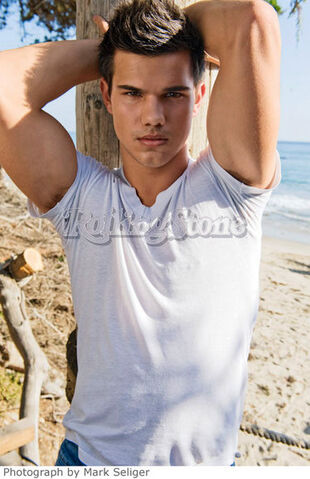 File:Taylor-lautner-hot-rolling-stone-photos.jpg