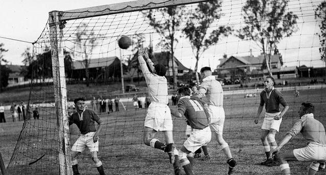 Datei:Soccer match Brisbane 1937.jpg