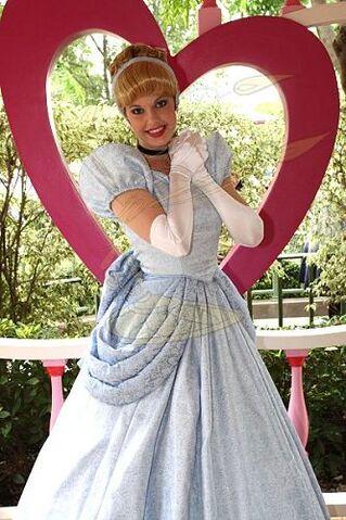File:Cinderella HKDL.jpg