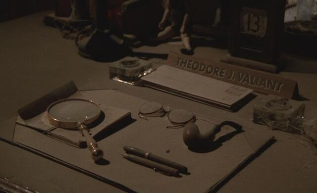 File:Theodore Valiant's Desk.jpg