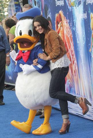 File:Donald Duck with Vanessa Hudgens.jpg