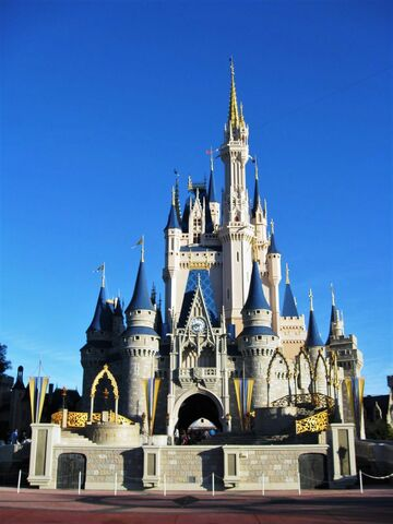 File:Cinderella Castle of Magic Kingdom Florida.jpg